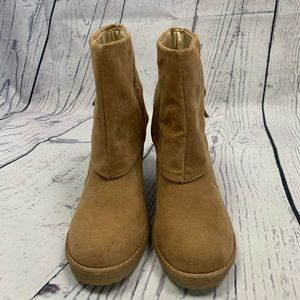 Forever 21 NWT Tan Heeled Booties